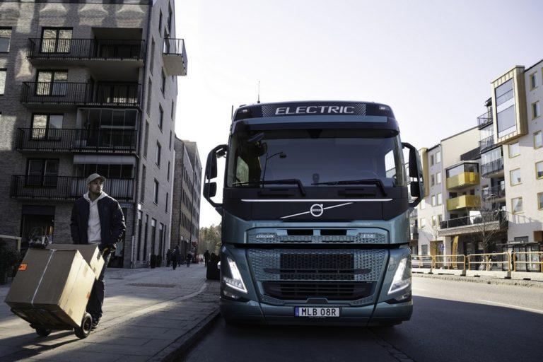 Volvo Trucks commercialise 3 nouveaux modèles électriques.