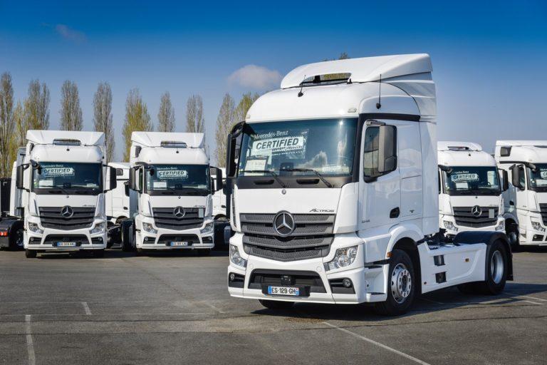 """Dorénavant, les meilleurs camions de seconde main du groupe porteront le label """"Mercedes-Benz Certified""""."""
