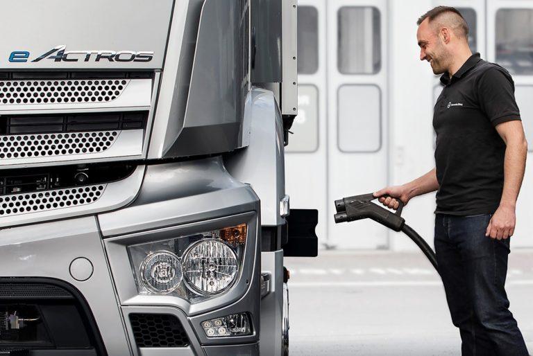 EVBox Group, fournisseur leader de solutions de recharge flexibles et évolutives pour véhicules électriques (VE), annonce son partenariat Mercedes-Benz Trucks afin de faciliter sa démarche visant à fixer le bon cap pour une utilisation et une intégration optimales des processus d'électrification des flottes pour ses clients.