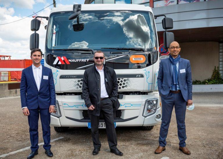 Kevin Mauffrey, directeur technique du groupe Mauffrey, Christophe Tharrault, président de Volvo Trucks France, et Patrick N'Kodia, directeur de Bouygues Construction Matériel.