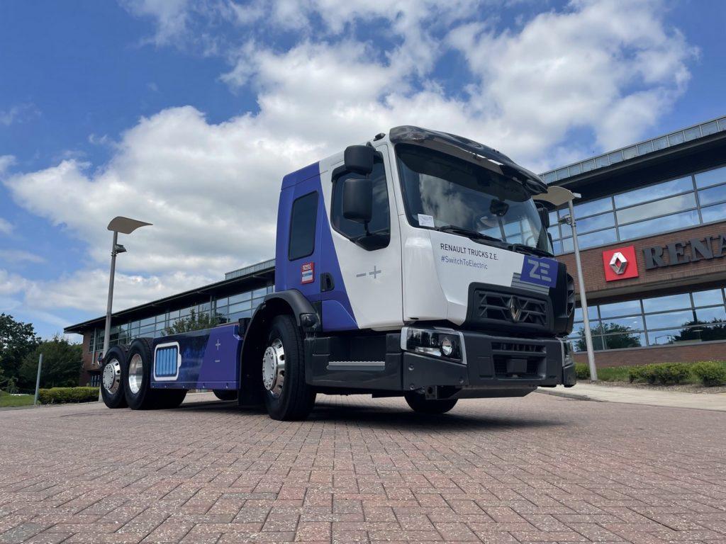 Camion à cabine surbaissée, le D Wide Z.E. LEC Low Entry Cab est spécialement adapté aux contraintes des métiers de la collecte d'ordures ménagères.