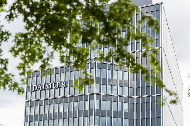 Après la scission prévue de Daimler Truck d'ici la fin de l'année, les actionnaires de Daimler AG détiendront 65 % des parts de la nouvelle société Daimler Truck Holding AG, qui sera ensuite cotée en bourse en tant que société indépendante.